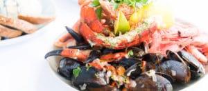 assiette de coquillages et de crustacés