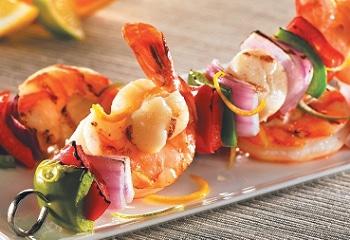 brochettes-crevettes-petoncles-agrumes